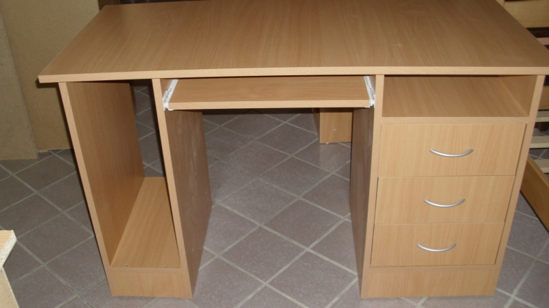 Kompjuterski i đački stolovi